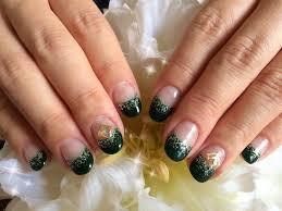 くすみグリーンジェルカラーの作り方と緑を使ったネイルデザイン10選