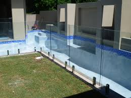 pool fence with square legs 02