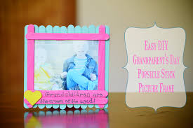 what better way to do that than with the gift of pictures to make it even more special i m sharing a super simple popsicle stick photo frame that kids can