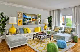 Today, we would like to show you several Dramatic Zebra Living Room Designs  to show you how you can decorate your home with this eye-catching pattern.