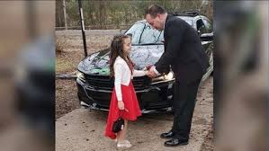 Officer volunteers to take 8-year-old girl to father-daughter dance after  dad's death | KMYS