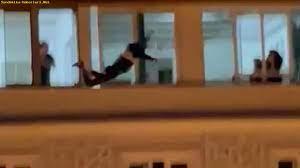 Son dakika haberleri Çatıdan atlayarak intihar etti! O anlar kamerada  SonDakika-Haberleri.Net - Sondakika-haberleri - sondakika-haberleri.net