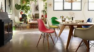 in 2018 vitra added roughly 20 mm to the base height of the eames plastic chairs dsx dax dsr dar dsw and daw while adapting the seat geometry