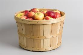apples wooden basket