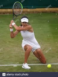 Emma Raducanu im Kampf gegen Vitalia Diatchenko am dritten Tag von Wimbledon  im All England Lawn Tennis and Croquet Club, Wimbledon. Bilddatum:  Mittwoch, 30. Juni 2021 Stockfotografie - Alamy