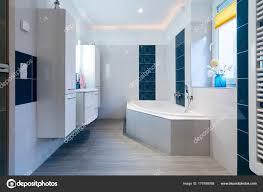 Moderne Badezimmer Glänzenden Weißen Und Blauen Kacheln