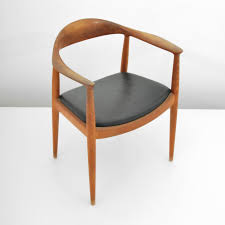 wegner s famous round chair also known simply as the chair was chosen