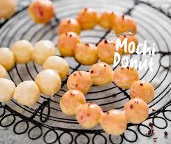 Tämä makea on tyypillinen uusivuodelle, vaikka se on helposti löydettävissä kaikissa maan makeisissa. Mochi Donut Pon De Ring Chopstick Chronicles