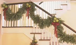 how to hang garland around front doorDecorating with Garland