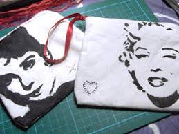 picture of pin up make bags