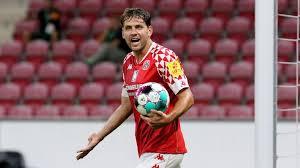 Ungarns adam szalai wird hingegen am heutigen gruppenfinale teilnehmen. Bundesliga News Mainz 05 Stellt Sturmer Szalai Frei Fussball News Sky Sport