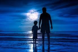 Resultado de imagen para el niño y el padre mirando el mar