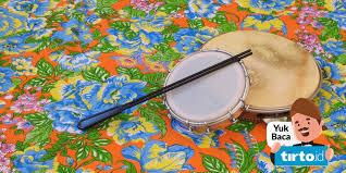 Alat musik yang telah dibagi berdasarkan sumber contoh alat musik yang digolongkan sebagai alat musik idiophone antara lain adalah gong, bel, simbal itulah yang menjadikan alat musik aerophone unik dan berbeda dengan jenis alat musik yang lainnya. Daftar Alat Musik Populer Di Amerika Latin Dan Cara Memainkannya Tirto Id