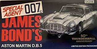 James Bond Aston Martin Db5 Gold Thunderball 50th Anniversary Amazon De Spielzeug