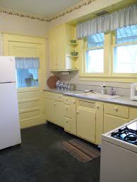 Yellow Paint For Kitchen Walls Blue Kitchen Cabinets Yellow Walls Quicuacom