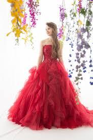 純白のウエディングドレスからがらっと印象を変える赤ドレス Tagaya