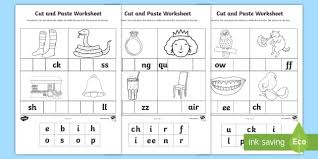 This bee number counting worksheet is free for download. Phase 2 And 3 Sounds Cut And Paste Worksheet Cvc Words Cut And Paste