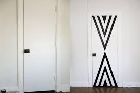 diy and easy decorating s how to decorate your door teen vogue