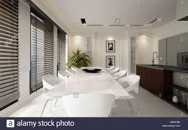 Große Geräumige Luxus Weiß Esszimmer Interieur Ausgestattet