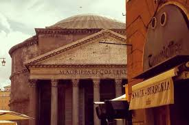 Es ist daher nicht verwunderlich, dass sie sich zum ort schlechthin entwickelt hat, um das treiben der ewigen stadt zu erleben. Rundgang Durch Rom Pantheon Spanische Treppe Trevi Brunnen 2021