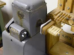 throbak slug 101 gibson guitar pickup winder history and details it would also follow that this same machine also wound charlie christian pickups of the same era