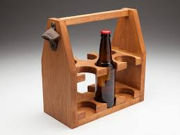 The handle of this beer tote could be swapped out for a wood dowel or a heavy piece of rope. Autor Rijetko Momak Wood Beer Flybirdphoto Com