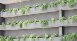 Construção de muros verdes com blocos de concreto não exige impermeabilização. Veja Dicas Para Construir Um Jardim Vertical Negocios Mapa Da Obra