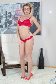 http www.pbabes very glamour 06.html red is love.