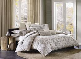 white unique duvet covers with round rug and