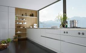 Moderne offene Küche design mit weißen Hochglanz Gehäuse und