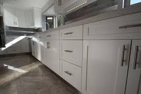 Modern white shaker kitchen Shaker Style Modern White Shaker Kitchen With Sleek Cabinets Are Perfect For Remodels Marcelosantosclub Modern White Shaker Kitchen Home Design Ideas