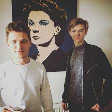 "Maze Runner News on Twitter: ""New/Old Picture of Thomas Sangster with Jack  Montgomery on set of KIOKO's music video 'Tired Of Lying' [via:  https://t.co/o44LhixxGH]… https://t.co/fKHDCuwawS"""