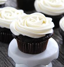 Marshmallow Vanilla Buttercream Frosting A Pretty Life In The Suburbs