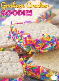 GRAHAM CRACKER GOODIES (+Video) | Recipe | Graham crackers, Kid friendly  dessert, Kid desserts