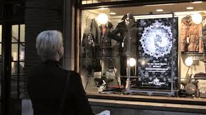 Interactive Christmas shop window - 'Face in the Snow' for Jonathan  Trumbull - YouTube