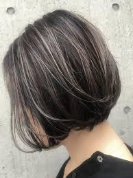 30代40代50代に人気の髪型ボリュームアップ前下がりショートボブ