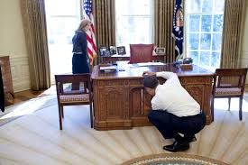 white house oval office desk. White House Oval Office Desk
