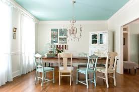 View in gallery Seaside charm coupled with shabby chic panache [Design:  Kristie Barnett - The Decorologist]