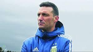 سكالوني مدرب الأرجنتين يتعرض لحادث دراجة