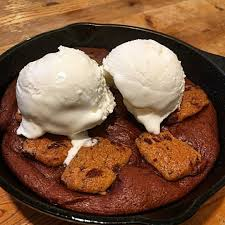 Nutella Topped Brownies Nutella Brownie Chocolate Chip Cookie Pizookie Topped With Vannila