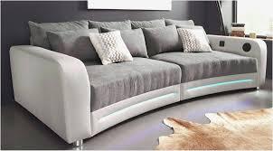 Wohnzimmer Mit Menschen Ideen Auf Dem Sofa Wohnzimmer