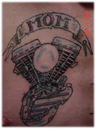 воплощение братства семьи в байкерской татуировке