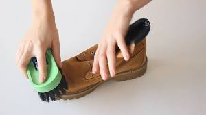 how to clean mud and dirt off suede shoes