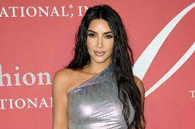 kim kardashian gets haircut in a