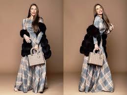 Картинки по запросу платье в клетку и однотонный шарф