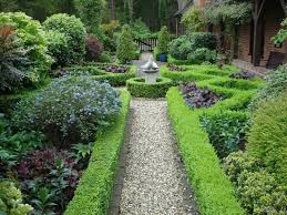 Formal Garden Walkway With Boxwood Best Garden Walkway Plants