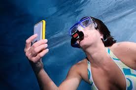 Výsledek obrázku pro mobil ve vodě