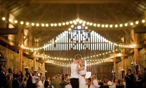 rustic_barn_wedding barn wedding lighting