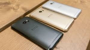 htc 10 glacier silver. the htc 10 is available in a range of colours: carbon grey, topaz gold, glacier silver and camellia red (not pictured which tipped to be japan htc
