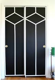 chic diamond patterned black and white closet doors wall painting ideas